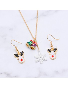 Christmas Elk Pendant Snowflake Embellished Necklace Set